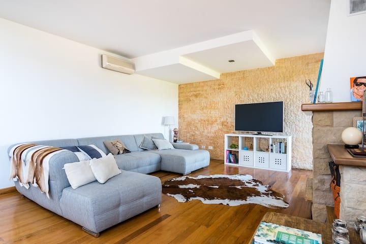 Spacious modern house and stunning views