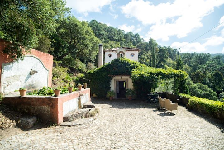 Sintra Charming Country House