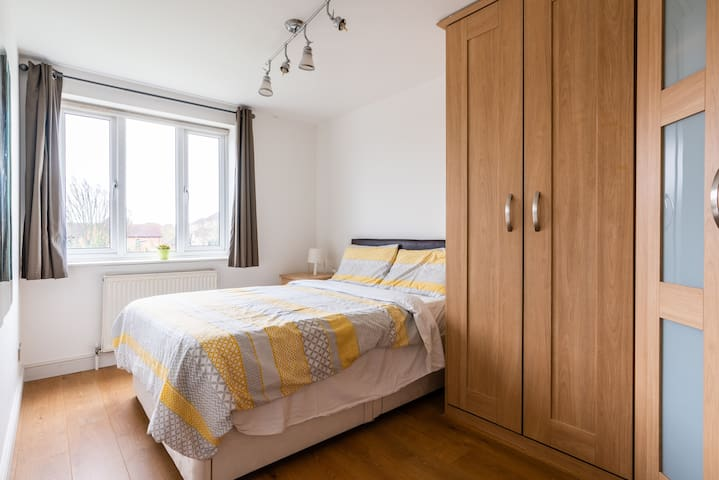 Double bedroom near Excel, O2, DLR & City Airport