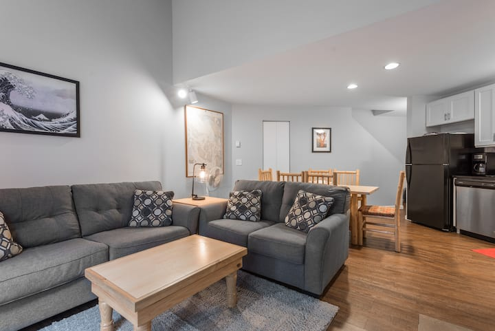 The Bay Retreat - Newly Remodeled, Beach Access
