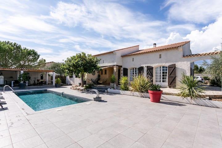 Paisible Villa Provençale au coeur de la garrigue
