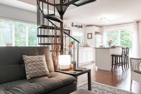 The Loft - Waterloo Home with a Country Feel