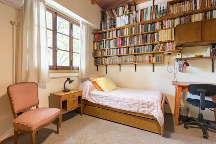 Luminosa habitación privada en suite