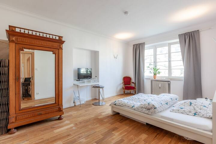 Stylish & large private room in Ehrenfeld Altbau
