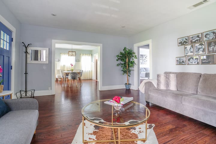 Sunset strip HOUSE in prime location with backyard
