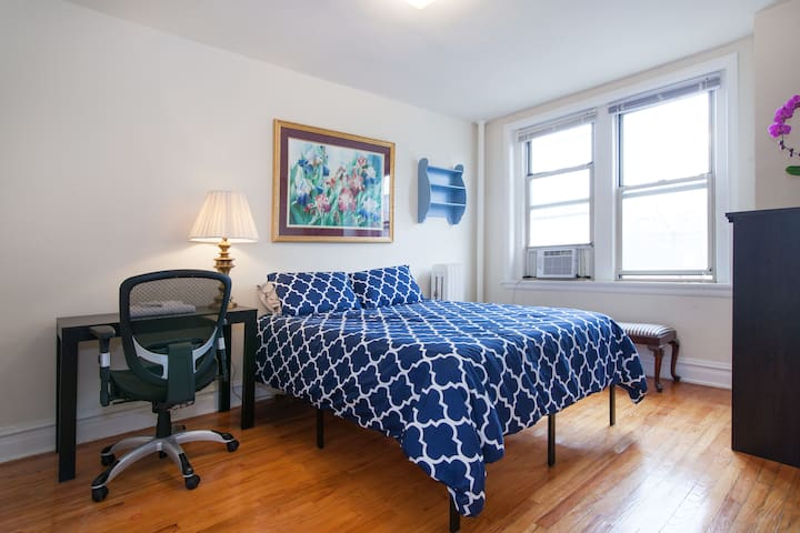 Spacious master bedroom in sunny Dupont Circle apt