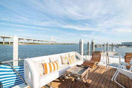 MASCOTA 53' Yacht DOWNTOWN! Sleeps 6—HGTV Featured