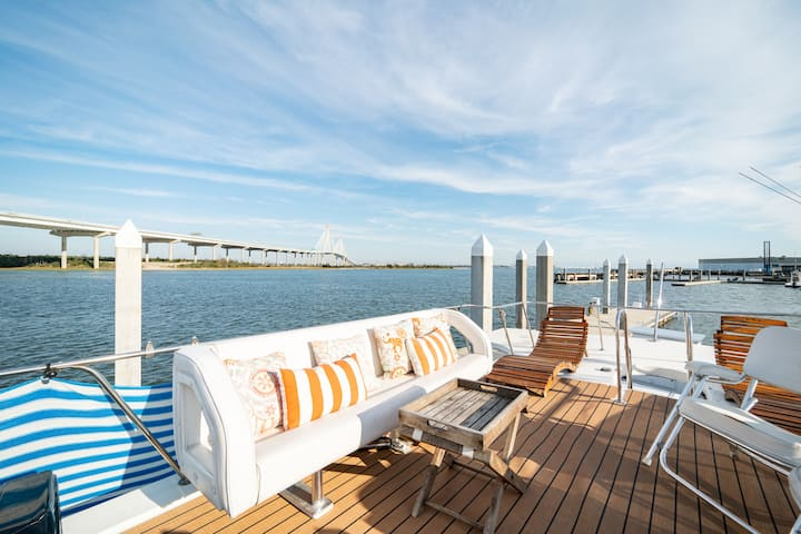 MASCOTA 53' Yacht DOWNTOWN! Sleeps 6—HGTV Featured