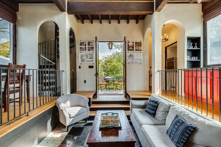 PERFECT LOCATION in Downtown Charleston