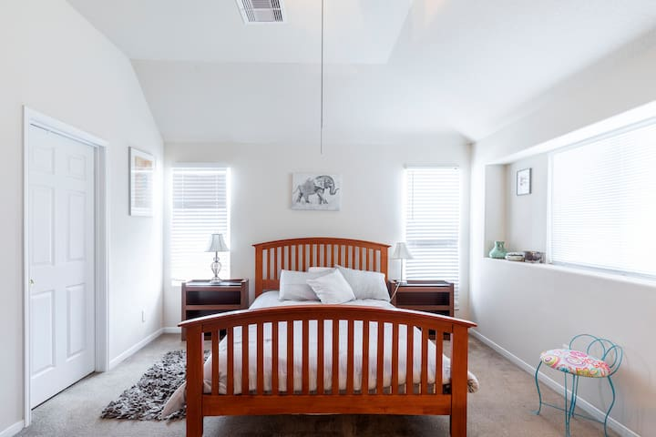 Master Bedroom Quiet & Clean near The Woodlands