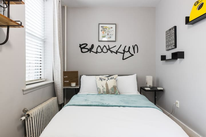Huge, Clean Brooklyn Room with lots of light