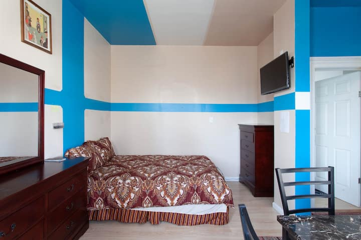 Fully renovated Studio.Beautiful  and comfortable.