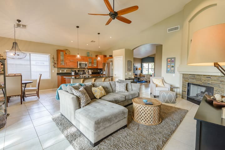 Beautiful Ocotillo Lake Front Home