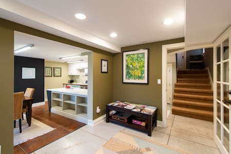 Gorgeous Private Apartment - A Queen Anne Oasis!