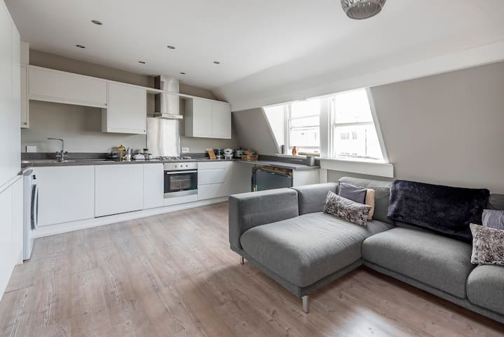 Boutique Georgian Flat In Great Central Location