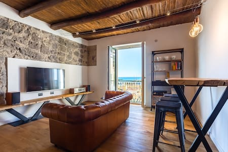 Casa Minerva, stylish in old town with seaview