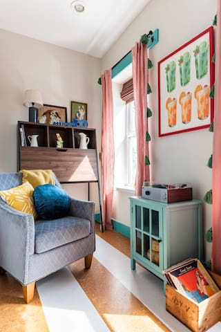 A little nook for reading or listening to vinyls. The furniture in the back drops down for roomy desk space.