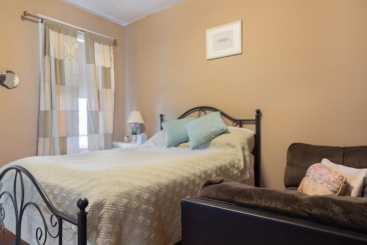 Winthrop one bedroom suite (queen size bed)