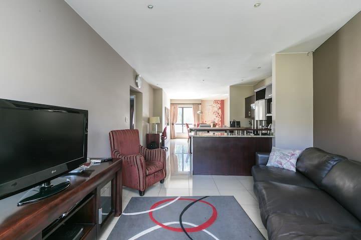 Esprit Estate - Exclusive Upmarket Apartment