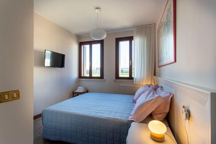 Bedroom Kandinsky / Camera Kandinsky