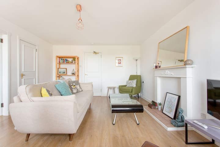 Meadows view apartment - bright, charming, homely
