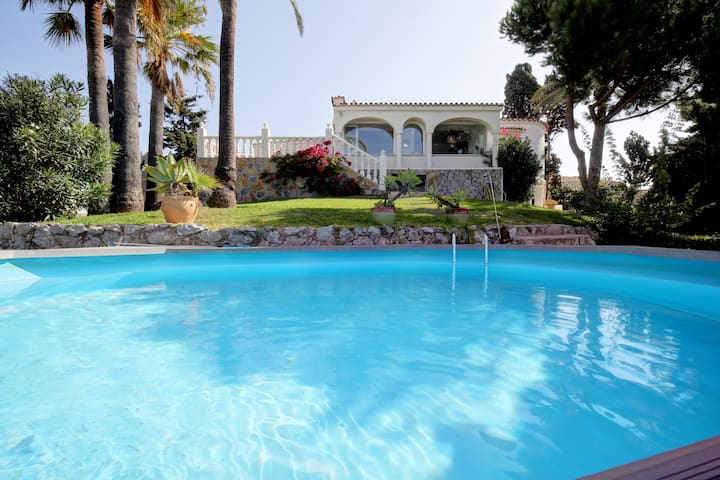Villa - sea views, private pool and beach access