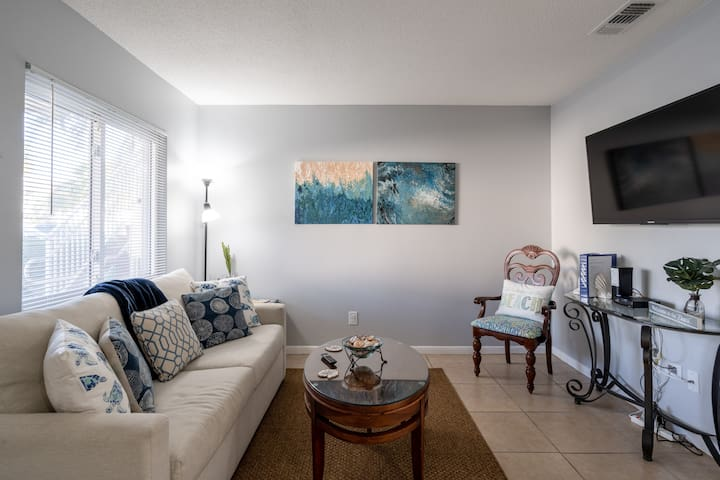 St Pete Beach Condo close to Beach, Dining, Shops