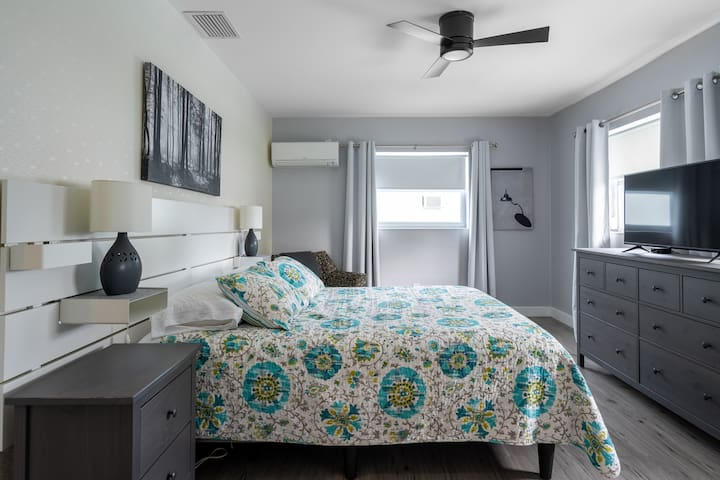 Quiet and spacious master suite features queen dual-chamber SleepNumber bed, large walk-in closet, HDTV, independent temperature control, and pool view.
