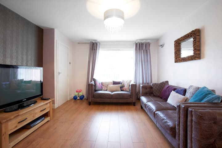 Modern 3 bedroom house, close to city centre.