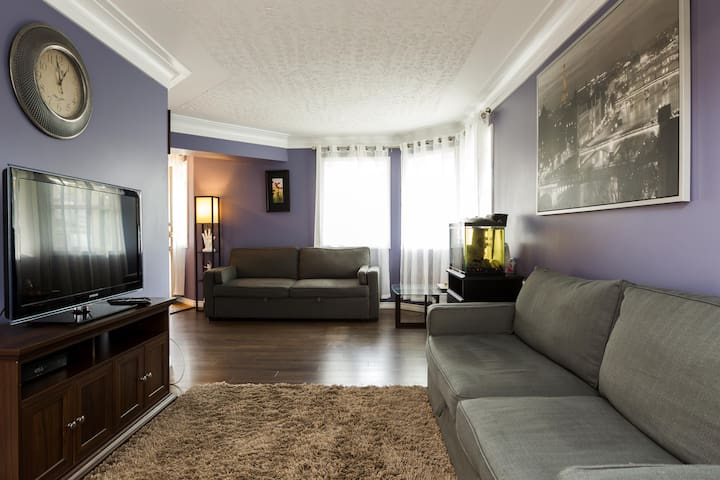 4 bedroom house near Whyte Ave & U of A + parking.