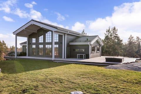 Brand new ocean view villa in the archipelago