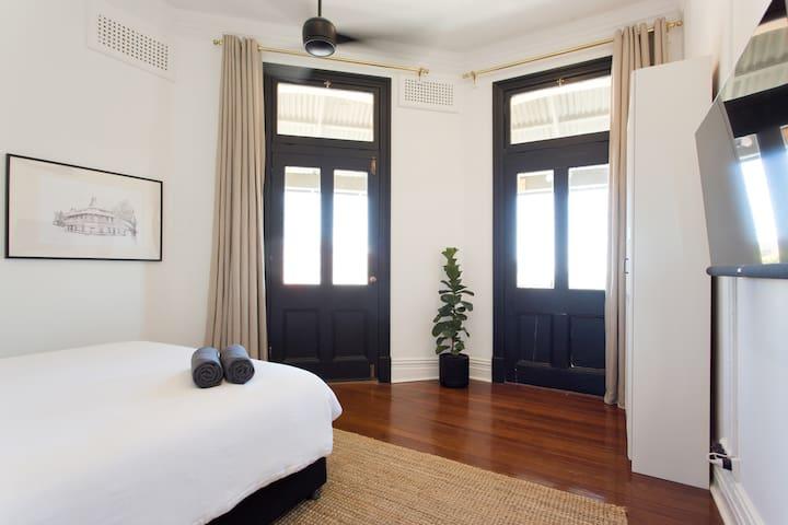 Corner Bedroom with Kingsize bed