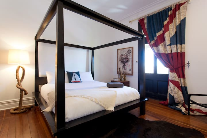 Travel room with Kingsize bed