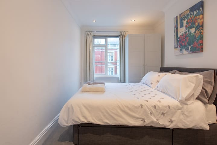 Bright and beautiful  2 double bedroom flat