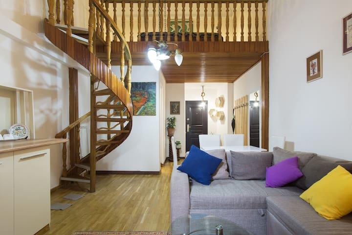 Cozy Studio, 50m from Rustaveli Avenue