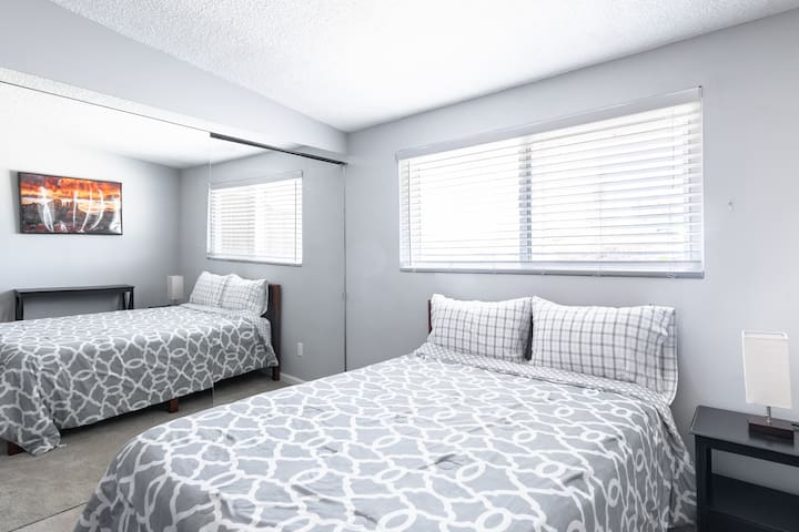 Bedroom 1 - Full Bedroom