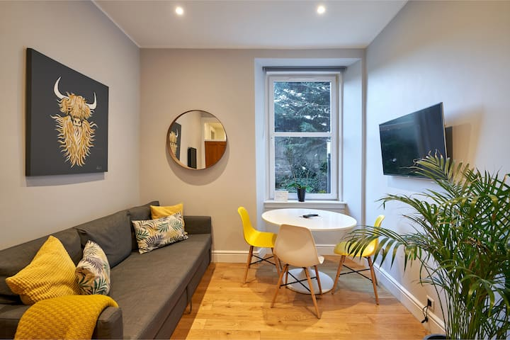 Stylish flat, close to tram, central location
