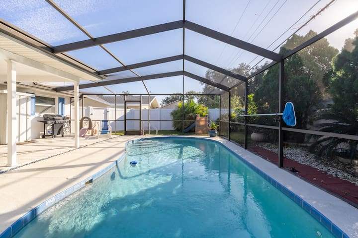 Beach style remodeled 3BR/2BA, heated pool
