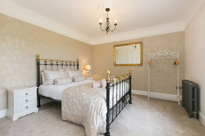 Luxurious room with amasing sea views Porthcurno
