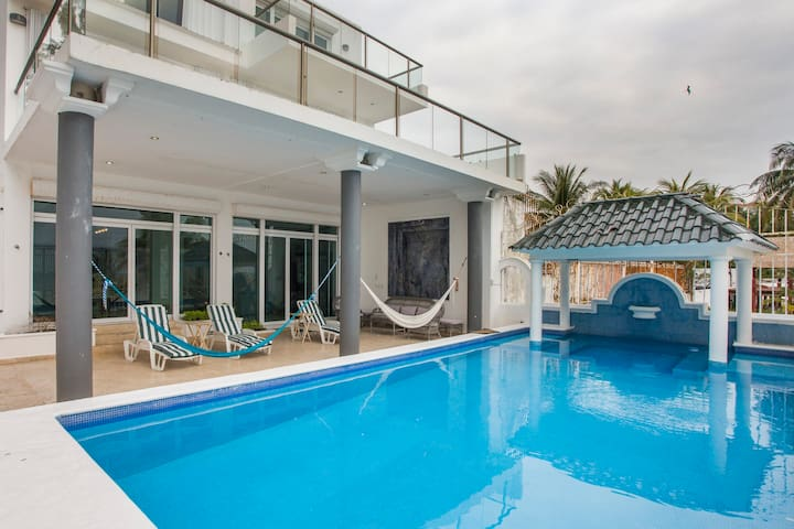 BIG BEACH HOUSE 7BR (22sleeps) CANCUN, Punta Sam
