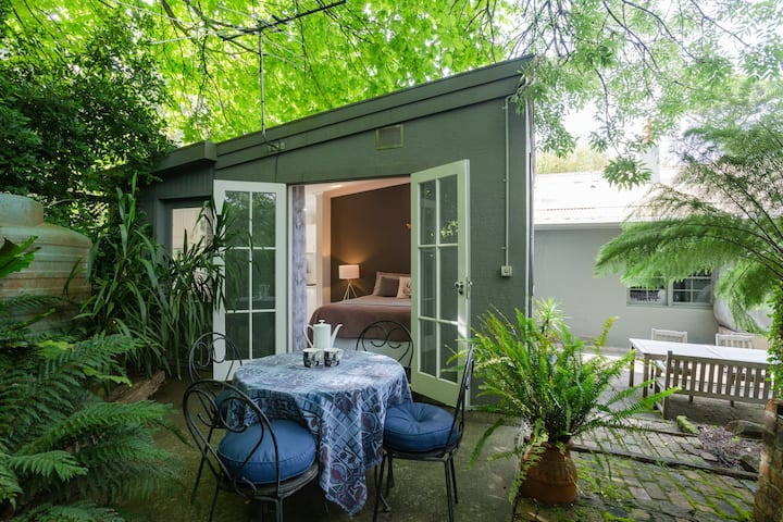 *Stylish Cottage in Heart of the Dandenong Ranges*