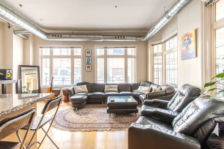 Unique Spacious 1BDR Loft In The Heart of Toronto