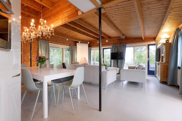Villa zomerrust met sauna en uitzicht Veerse meer
