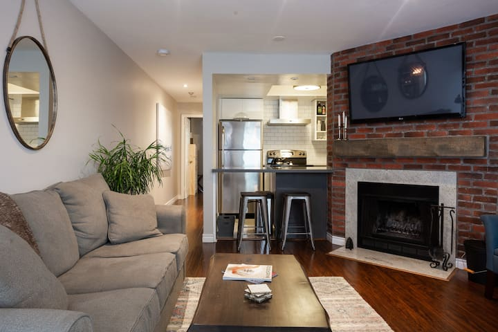 Gorgeous Townhouse Condo in King West
