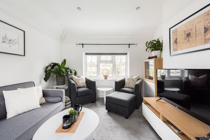 Modern and Clean Entire Place with Breakfast
