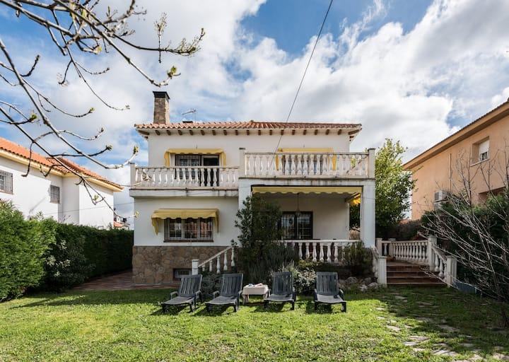 Casa Luna, entre Madrid y Toledo,  Warner.
