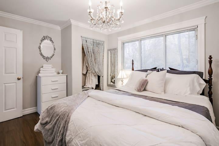 Queen size Master Bedroom