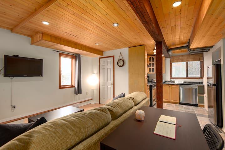 "Squamish ""Chief View"" guest suite"