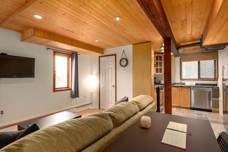 "Squamish ""Chief View"" guest suite"