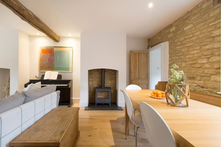 Jasmine Cottage, Charlbury (Cotswolds) - sleeps 8